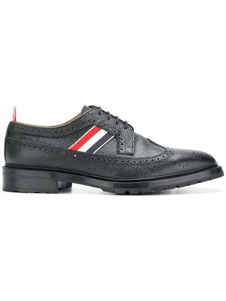 THOM BROWNE THOM BROWNE MEN CLASSIC LONGWING BROGUE W/ RWB WEBBING INSERT AND COMMANDO SOLE IN PEBBLE GRAIN