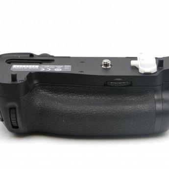 Used Nikon MB-D16 grip