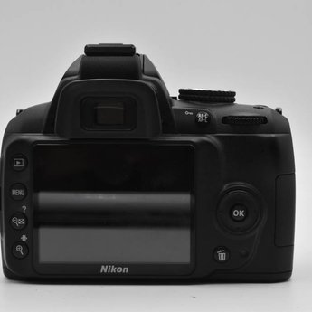 Used Nikon D3000 w/ 18-55mm VR