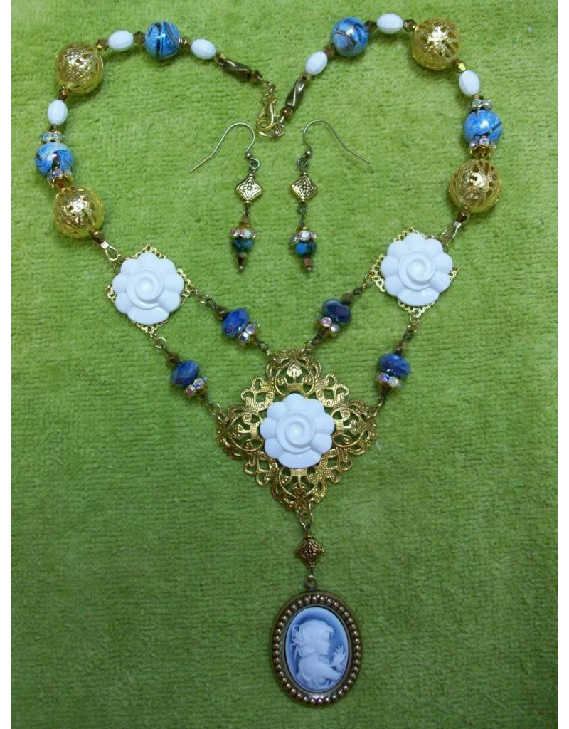 Sharon B's Originals Gold Filigree Cameo Wh/Bl Neck Set
