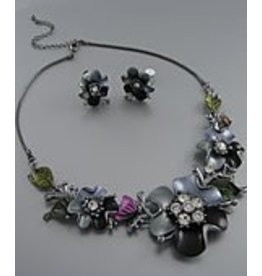 Golden Stella Epoxy & Crystal Flower Link Center Necklace & Earring Set Gray/Black