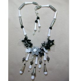 Sharon B's Originals Vintage Black & White w/Lucite Flowers & Leaves Necklace & Earring Set