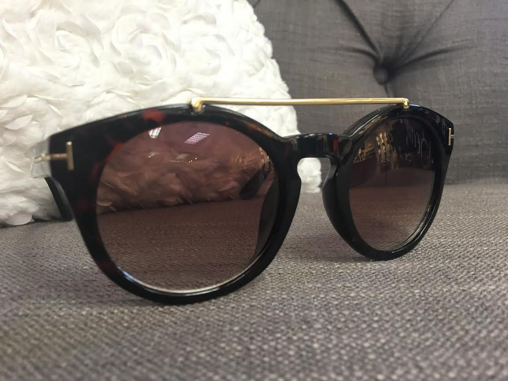 Glossy Tortoise Shell Sunglasses with Gold Bar