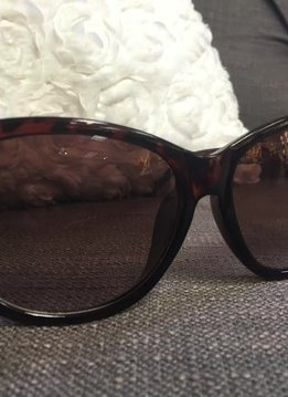 Glossy Tortoise Shell Sunglasses with Gold Chain Detail