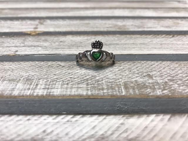 Emerald Green Claddagh Ring, Size 5