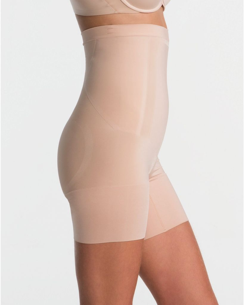 Spanx Looking for total transformation? You're in the right place. This sculpting shaper is lightweight and powerful, featuring fully bonded front-panels for a tabletop flat stomach and edge-bonded side panels for comfortable squeeze-free slimming.