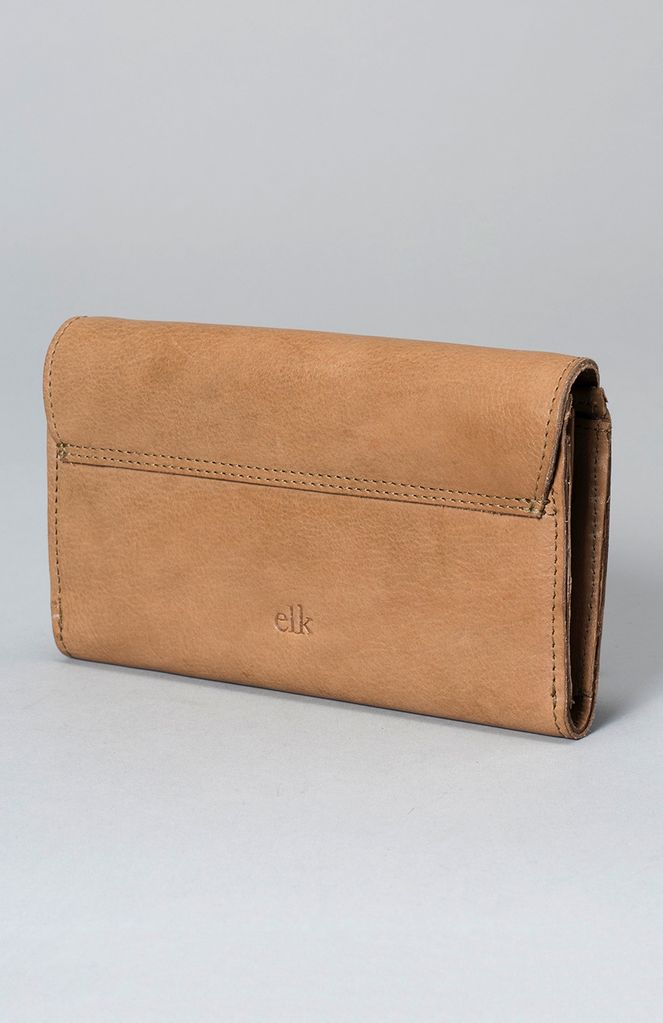 ELK The Kurva Wallet is a slimline piece combining functionality with thoughtful design. Constructed from raw, vegetable tanned buttery soft leather this wallet features 4 note compartments, a zippered coin section, 12 card compartments, press stud closure an