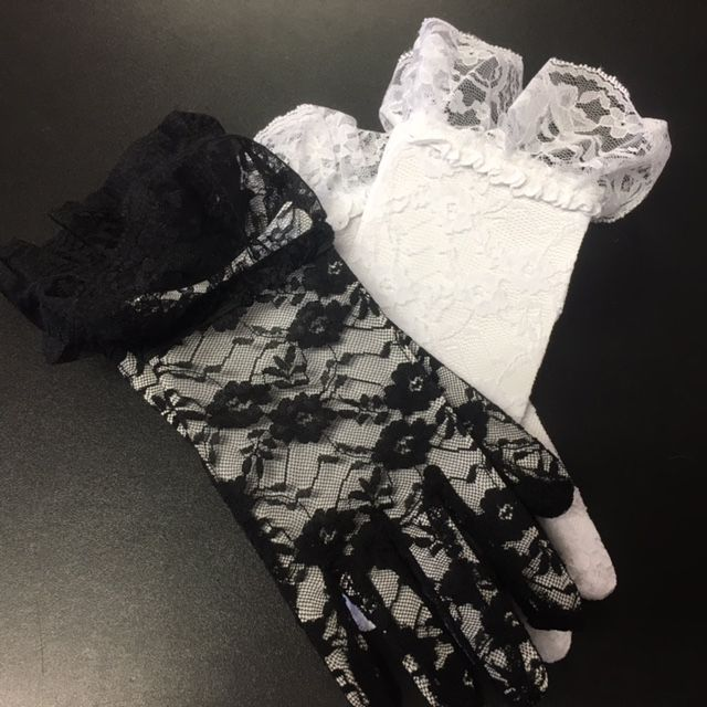 WB Lace Gloves with Ruffle Cuff