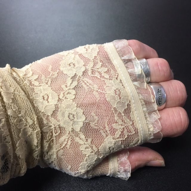 WB Lace Gloves Fingerless