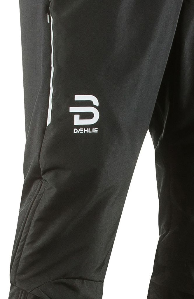 Daehlie Pants Winner 2.0 is the perfect pair of pants for the allround skier with a great passion for cross-country skiing. Based on the popular Winner model from Bjørn Dæhlies earlier collections. Wind- and water-resistant microfiber fabric at front. Fully lined