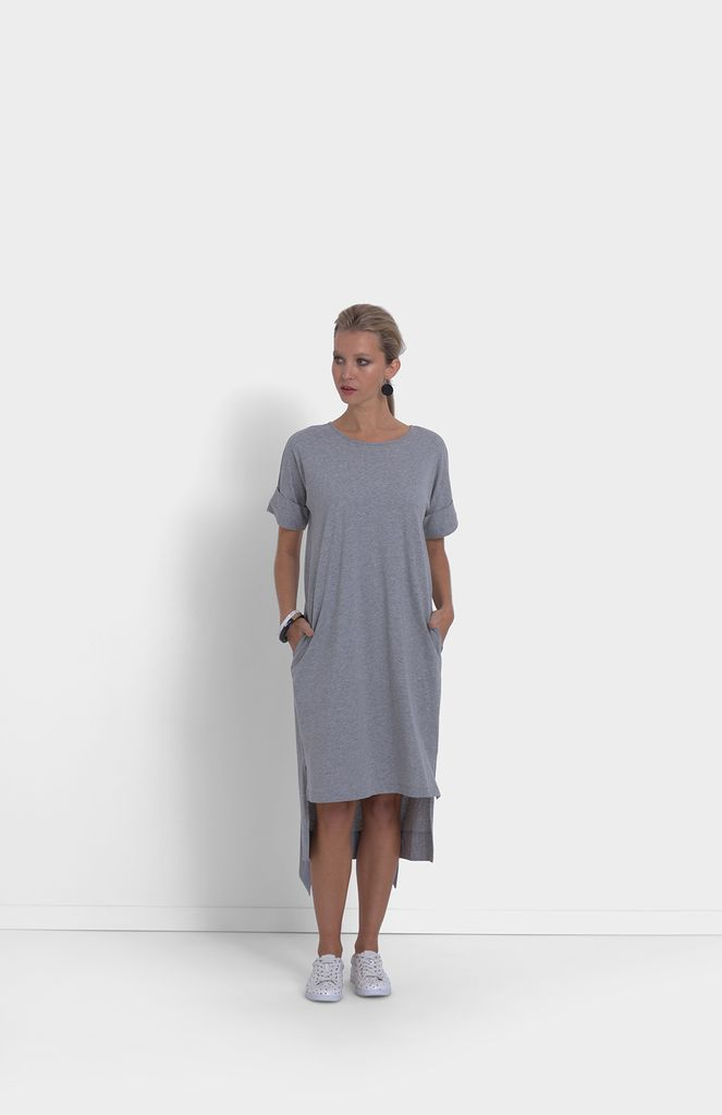 ELK The Roll Cuff Jersey Dress has been designed to be a relaxed fit and can be cinched in at the waist via the removable tie. We recommend selecting your usual size.