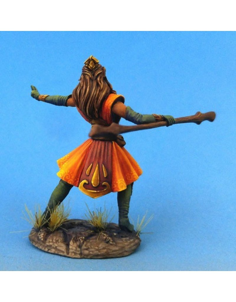 Dark Sword Miniatures VIF Female Mystic/Mage with Staff