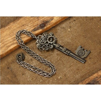 Elope Large Key Gear Antique Necklace