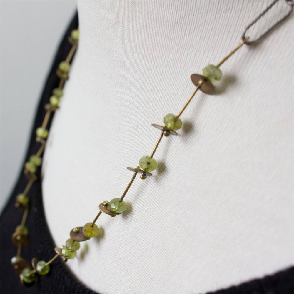 eric silva eric silva short barnacle necklace green garnet