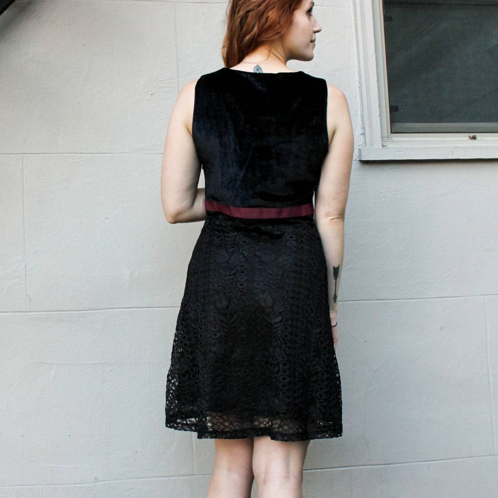 mystree mystree black a-line velvet and lace dress