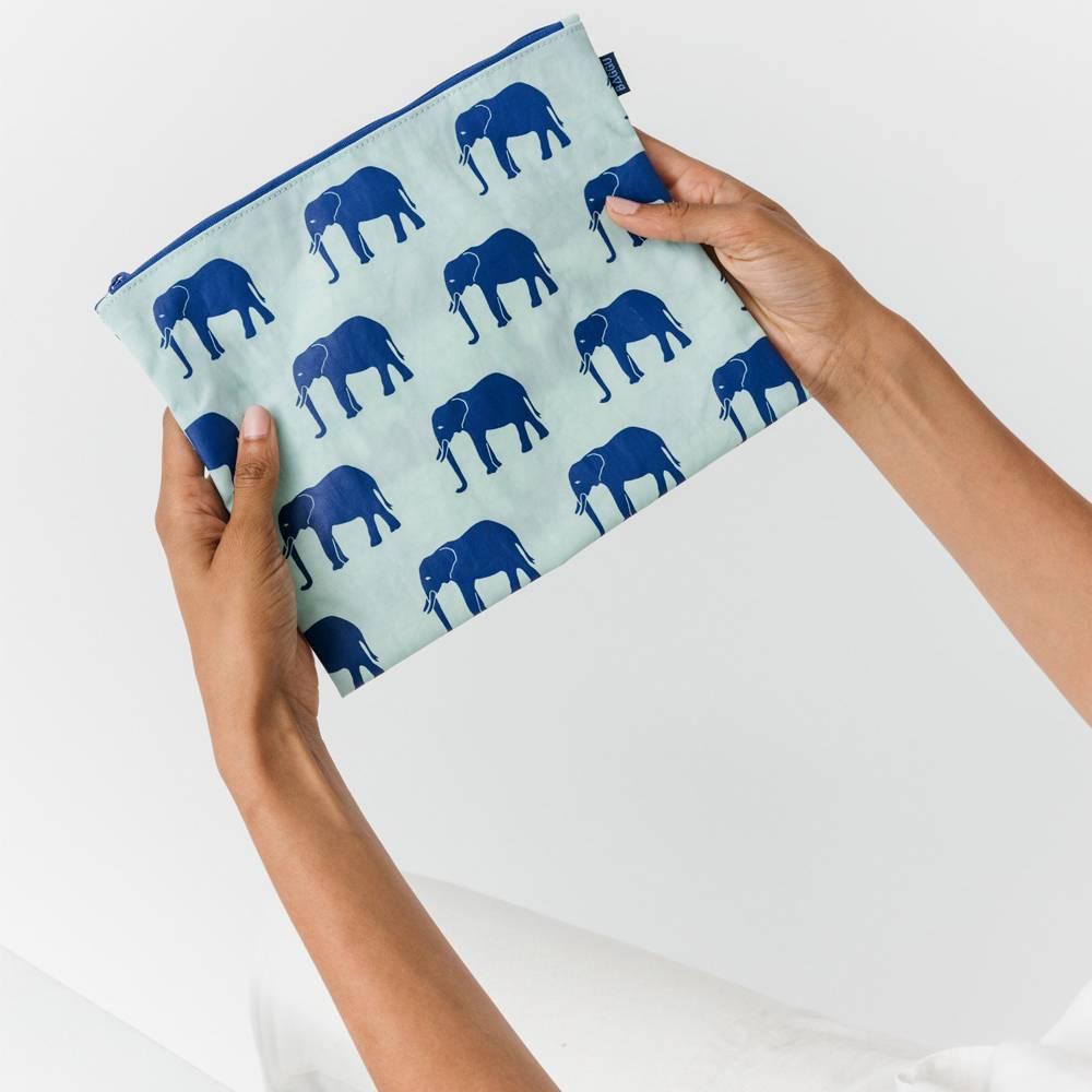 baggu baggu flat zip medium sage elephant