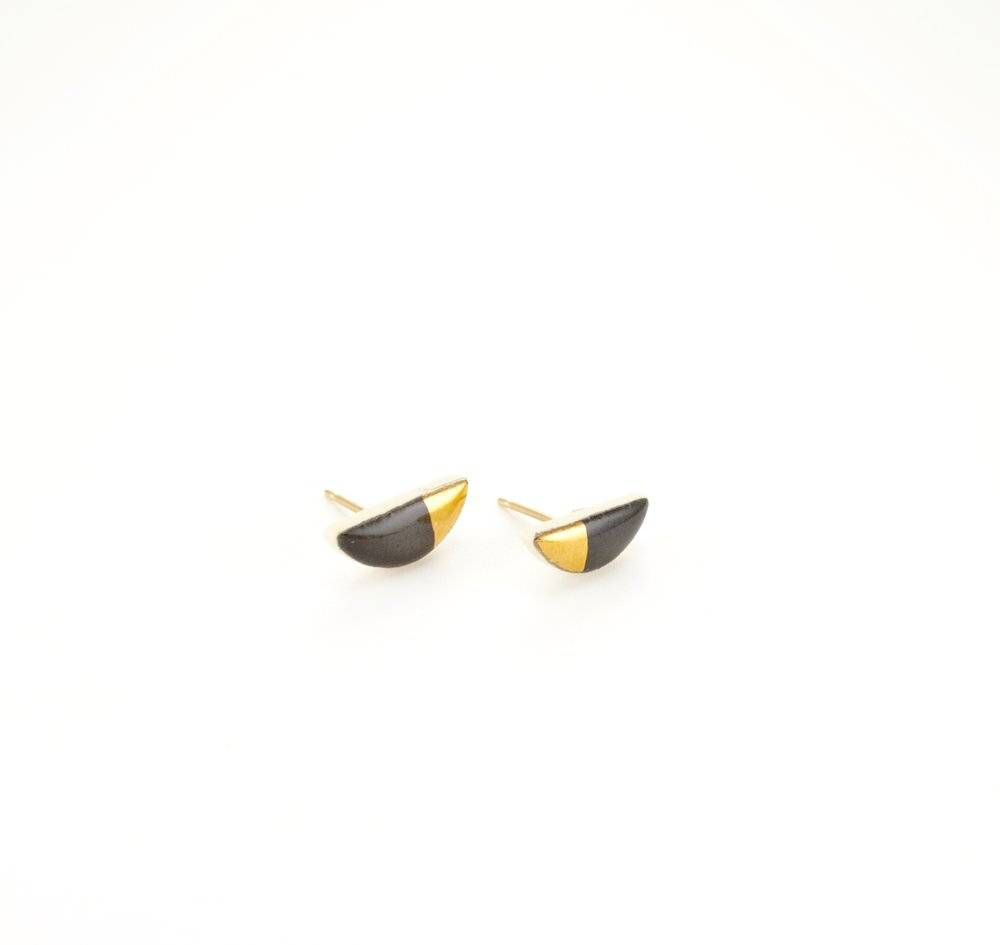 zoe comings zoe comings tiny half pebble stud gold angle