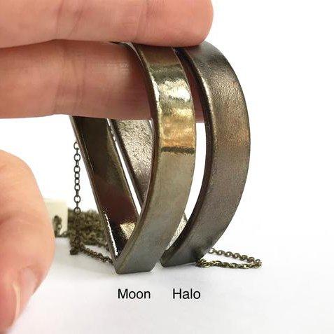 grammar grammar capped curve necklace