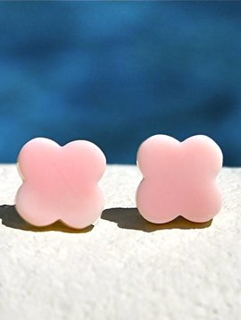 SASHA LICKLE PINK CONCH SHELL CLOVER STUD EARRINGS