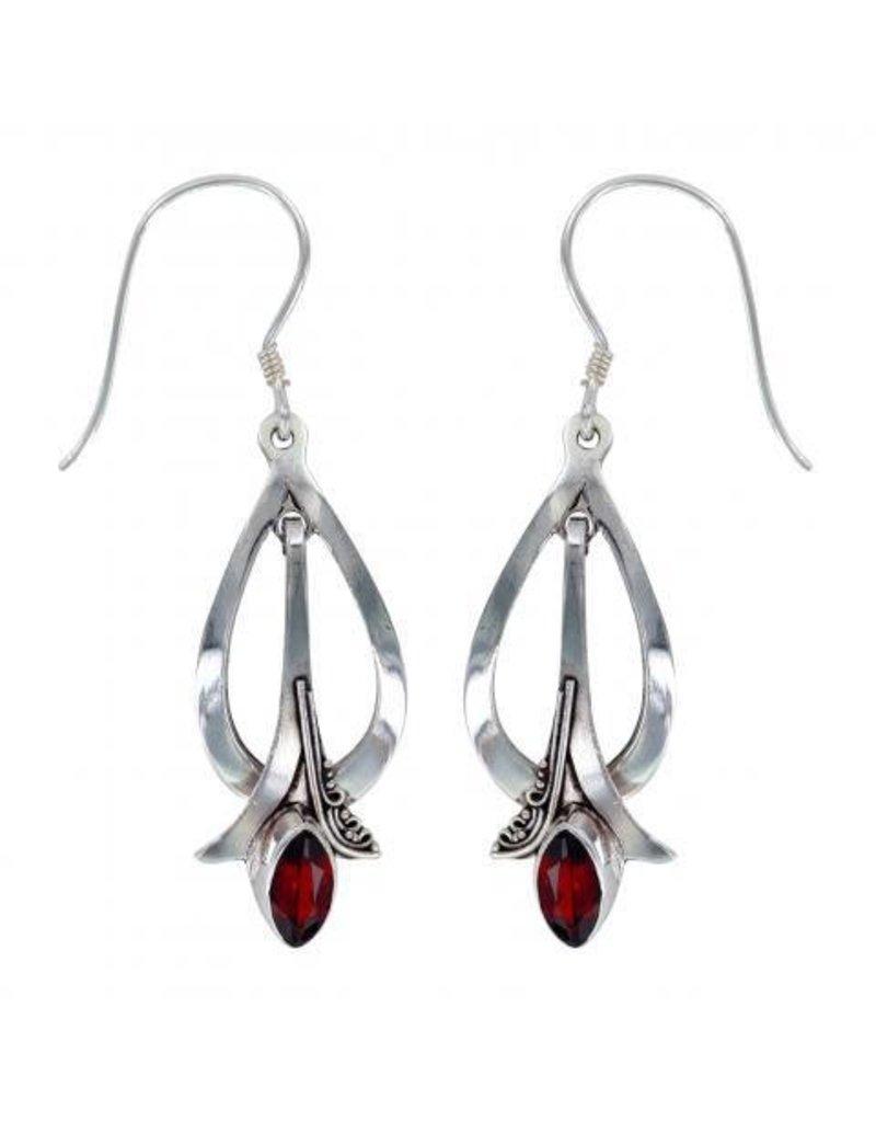 Vera Wolf Garnet Paris Earring