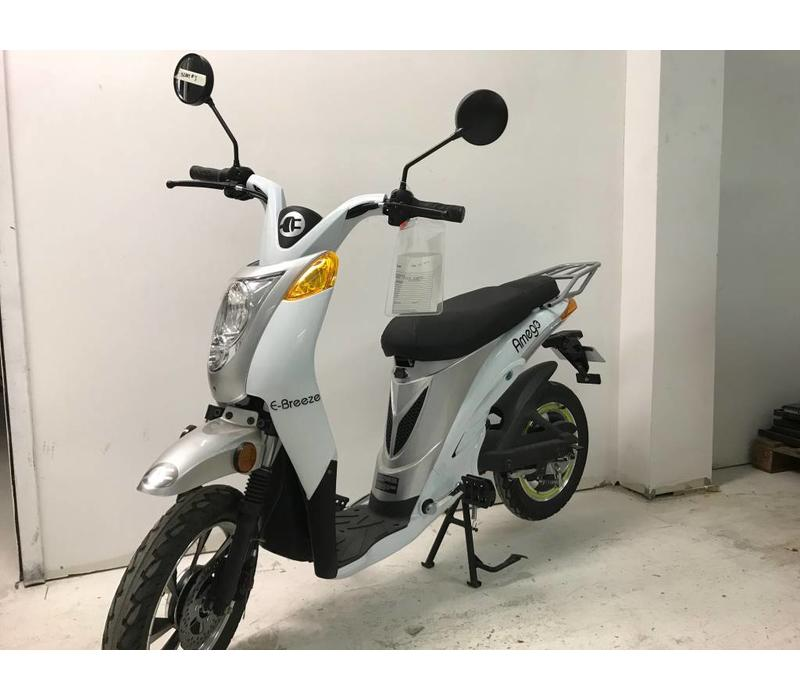 Scooter # 3 e-Breeze, White no battery