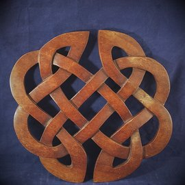 OMEN Celtic Classic Knot Wall Hanging in Mahogany