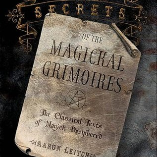 Llewellyn Worldwide Secrets of the Magickal Grimoires: The Classical Texts of Magick Deciphered