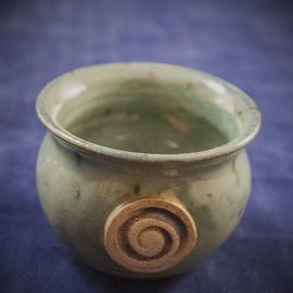 Little Cauldron Pot in Green with Spiral