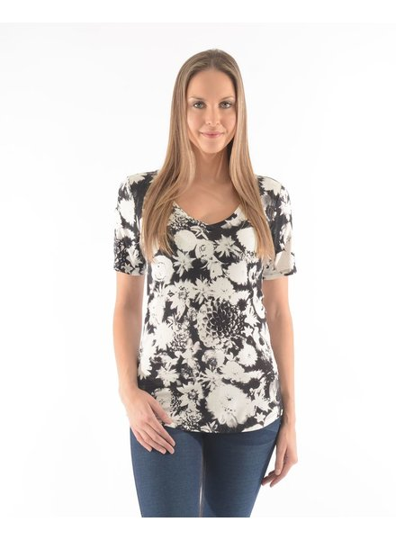 BECXY B. T-SHIRT ROSY SHORTS SLEEVES ALL OVER PRINTED / WHITE-BLACK