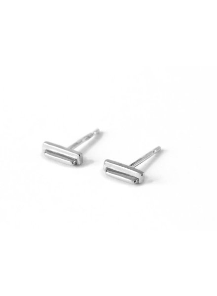 Upper Metal Class Silver Beam Earrings
