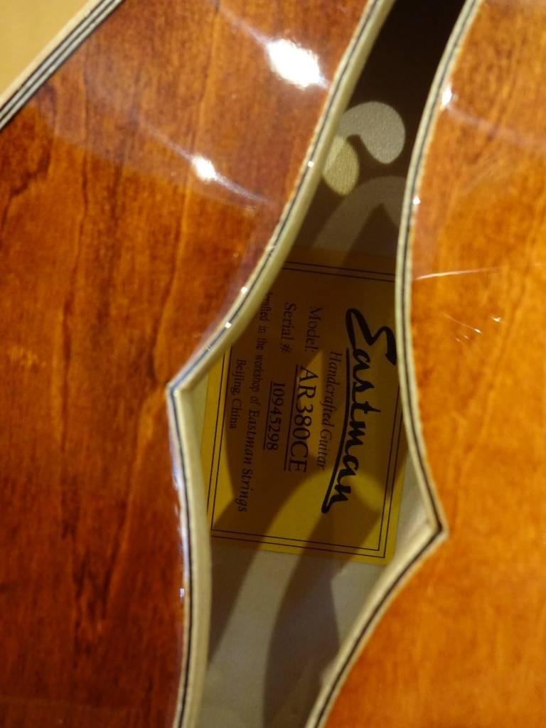 Eastman Eastman AR 380CE Archtop Electric w / case