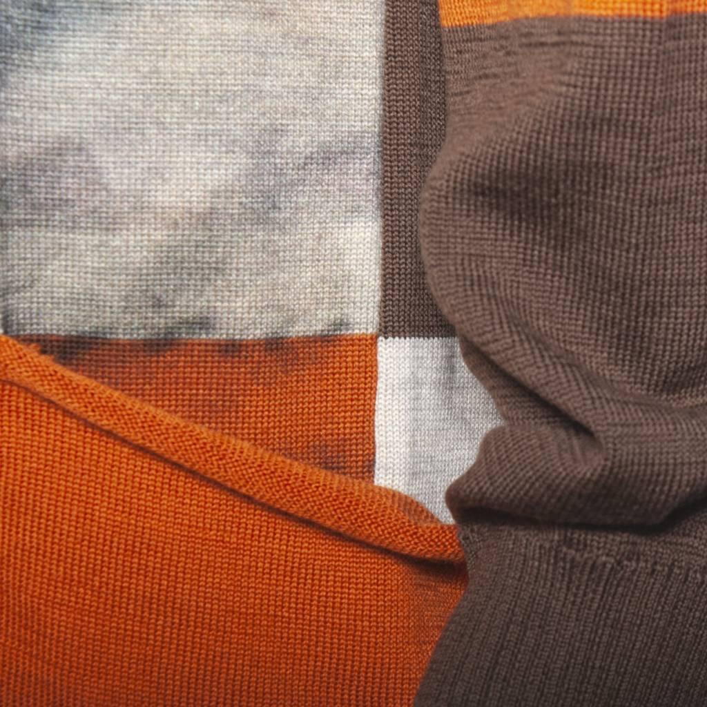 Yoshi Yoshi Yoshi Yoshi Rust Graphic Pullover