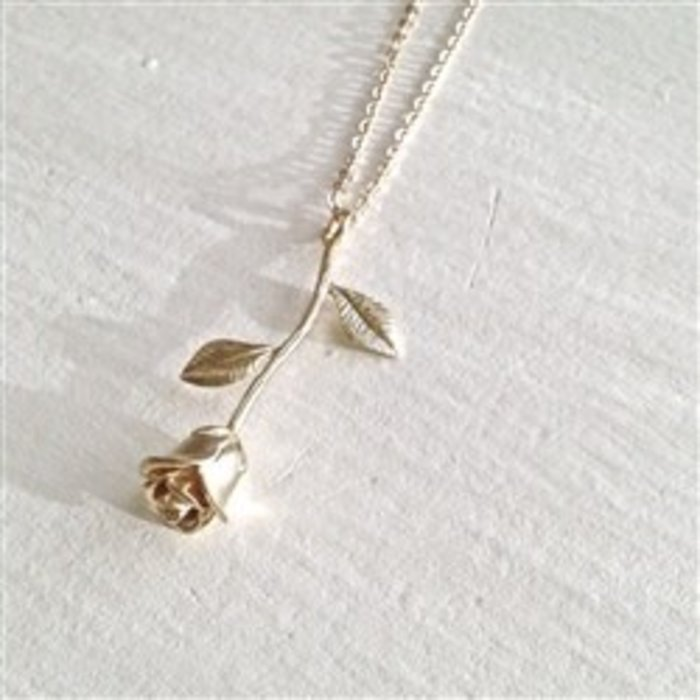 Every Rose Has its Thorns Necklace Gold