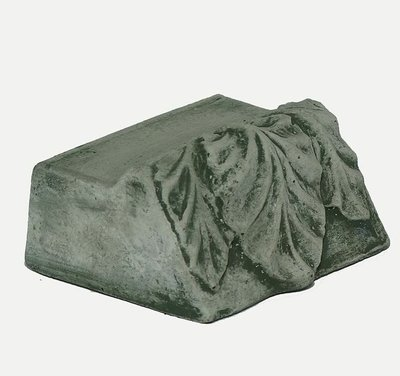 Cast Stone Large Leaf Riser
