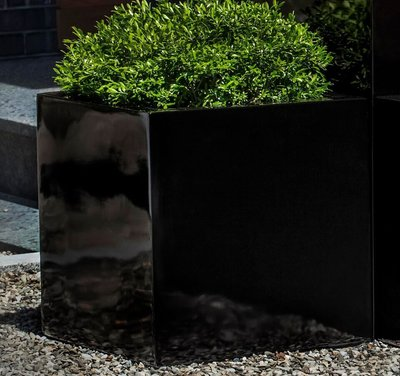 Fiberglass Glossy Black Farnley Planter Set