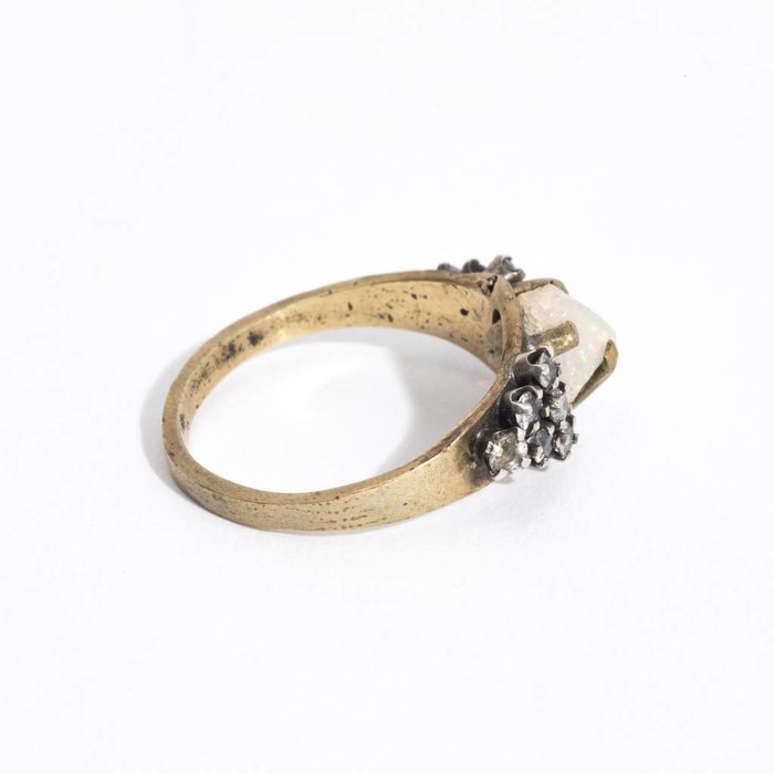Unearthen Chant Ring