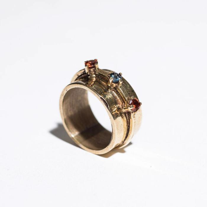Aesa Passage Ring with 3 Spinel