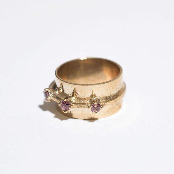 Aesa Passage Ring with Garnet