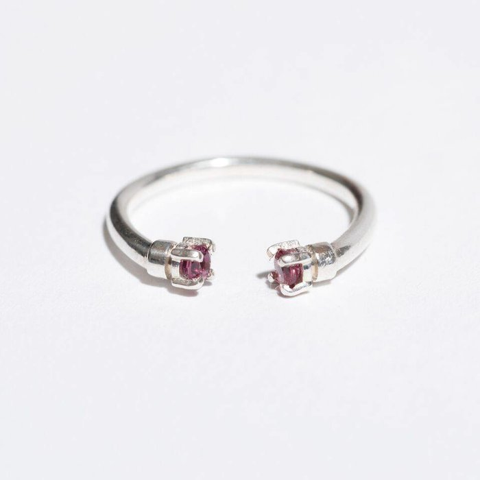 Aesa Mirror Ring with Garnets