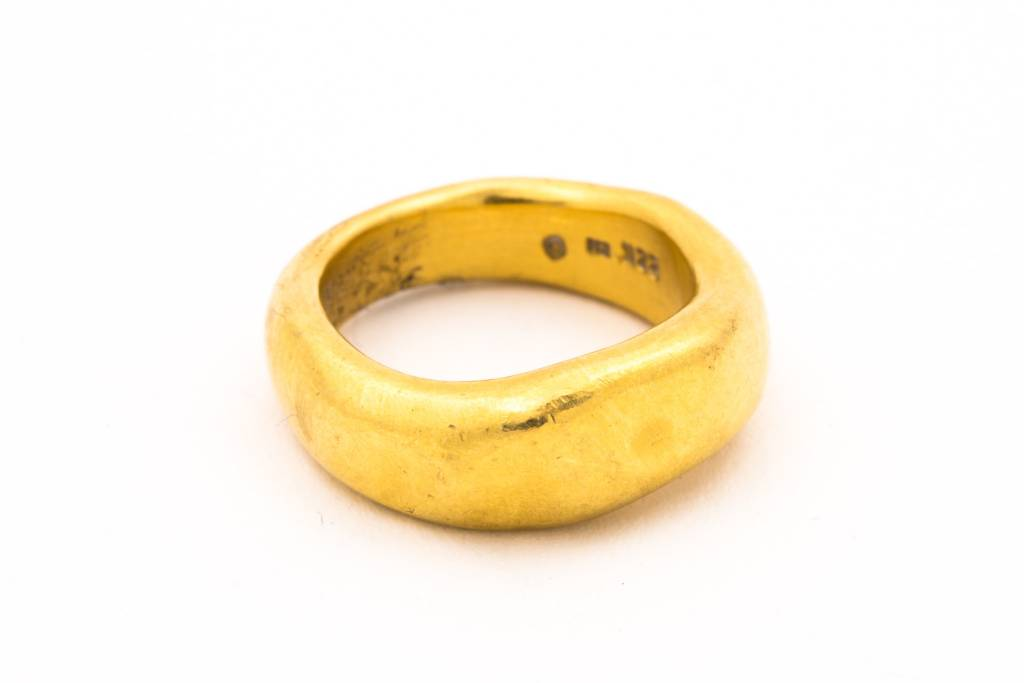 22K GOLD THICK FRONT HAMMERED RING