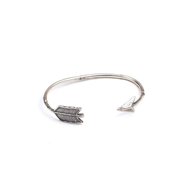 THIN ARROWHEAD BANGLE