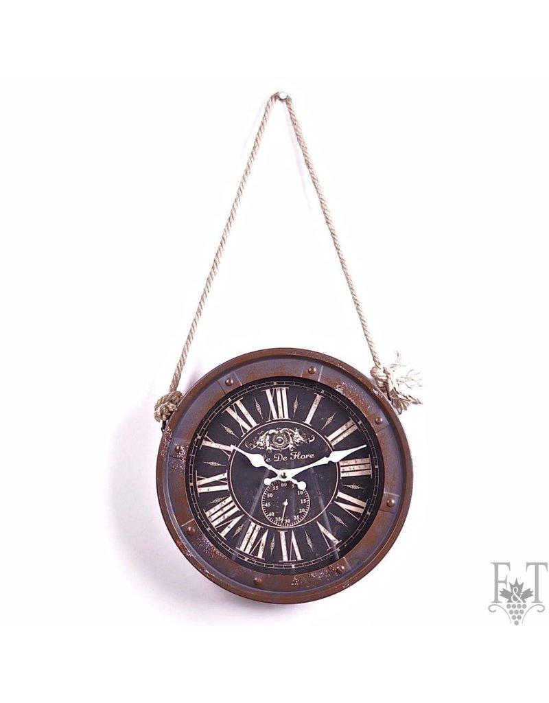 Horloge mural antique et rustique