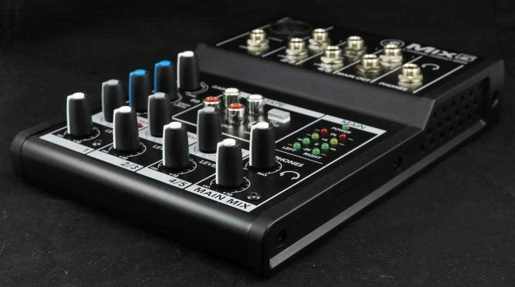 USED Mackie Mix5