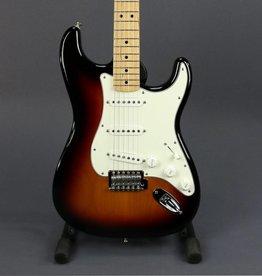 Fender USED 2017 Fender Standard Stratocaster (017)