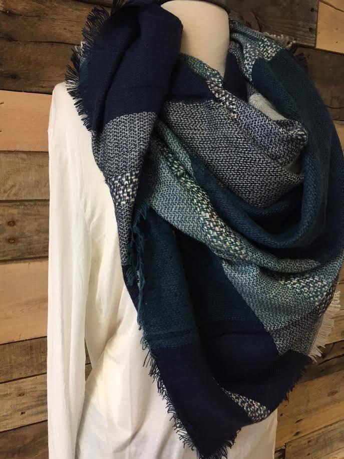 Navy/Ivory Blanket Scarf