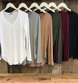Essential Longsleeve V-Neck