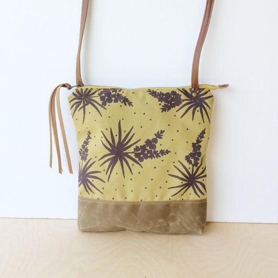 Weekday Crossbody Bag Yucca Botanical Print