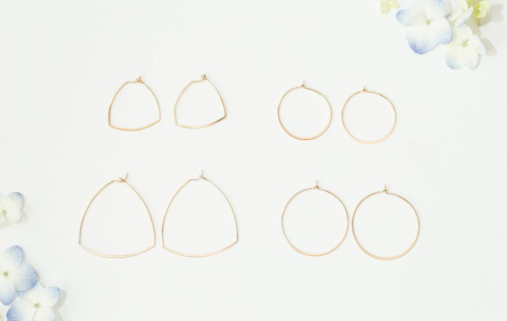 gold thin circle shaped earrings - large
