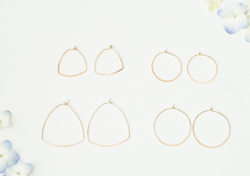 gold thin circle shaped earrings - small