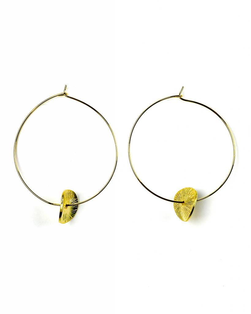 BETSY PITTARD DESIGNS BETSY PITTARD WIRE HOOP WITH DISC EARRINGS